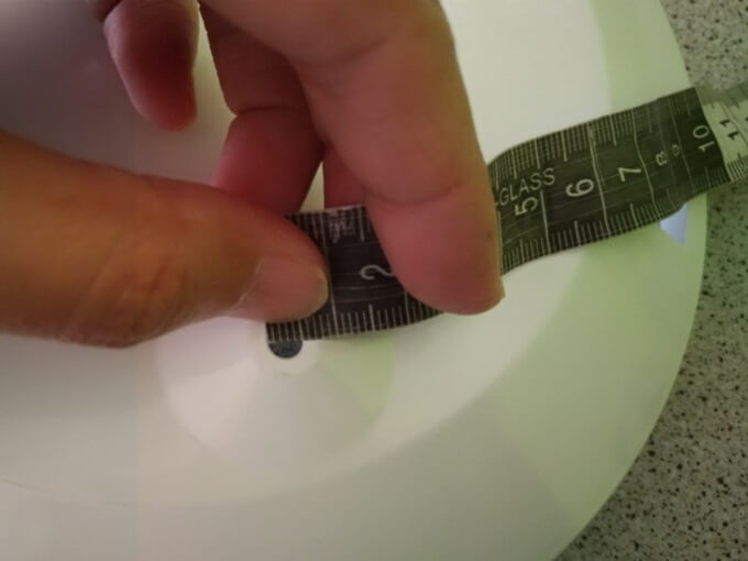 取付穴の大きさを確認