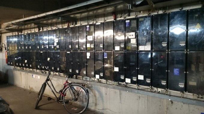 地下にある電力メーター