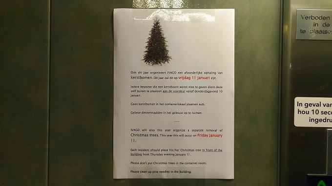 クリスマスツリーのごみ収集の貼紙