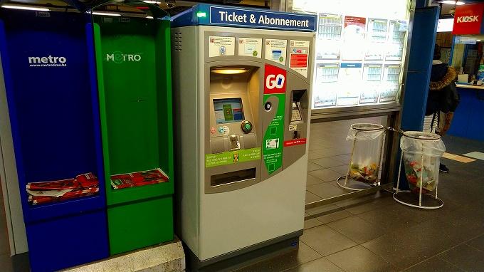 地下鉄構内にある自動券売機